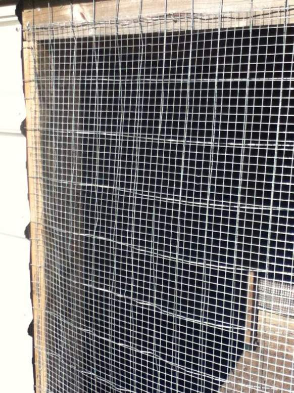 Overlapping fencing mesh